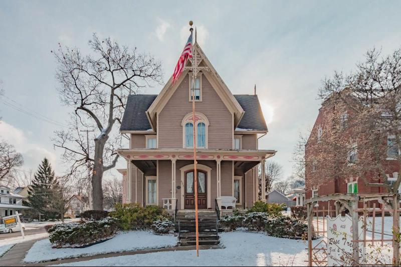 Listing Photo for 603 W Michigan Ave