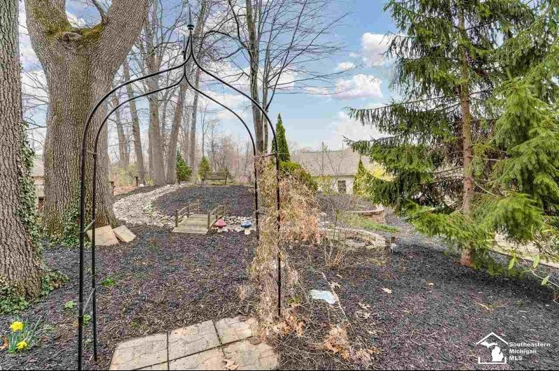 Listing Photo for 1367 Andrew Court