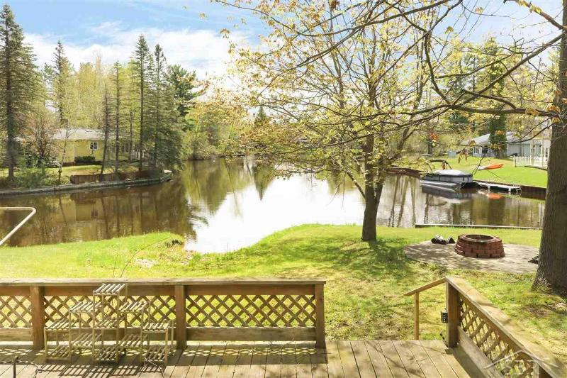 Listing Photo for 922 E Pequot Lane