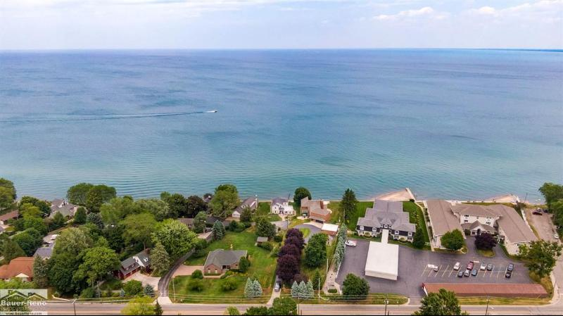 Listing Photo for 4520 Lakeshore