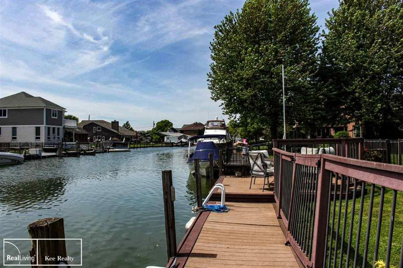Listing Photo for 37771 LAKESHORE DR