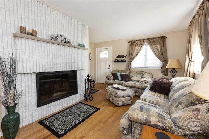 Listing Photo for 332 E Grace Ct