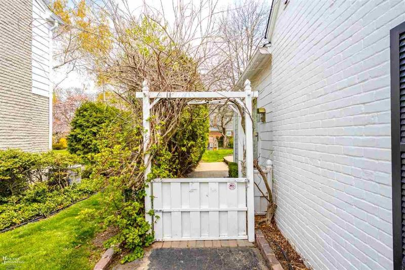 Listing Photo for 28 ROSLYN RD