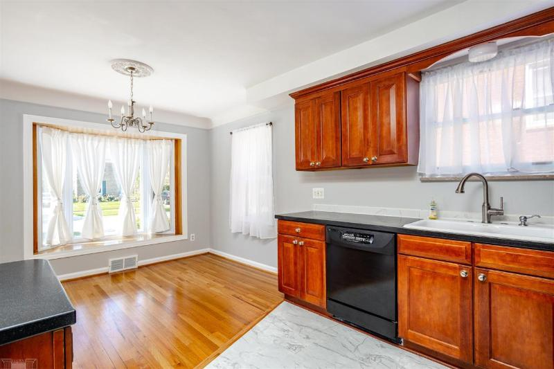 Listing Photo for 1454 Hollywood