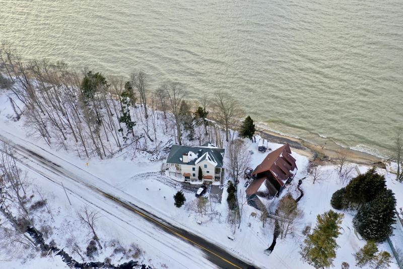 Listing Photo for 6400 Lakeshore Road