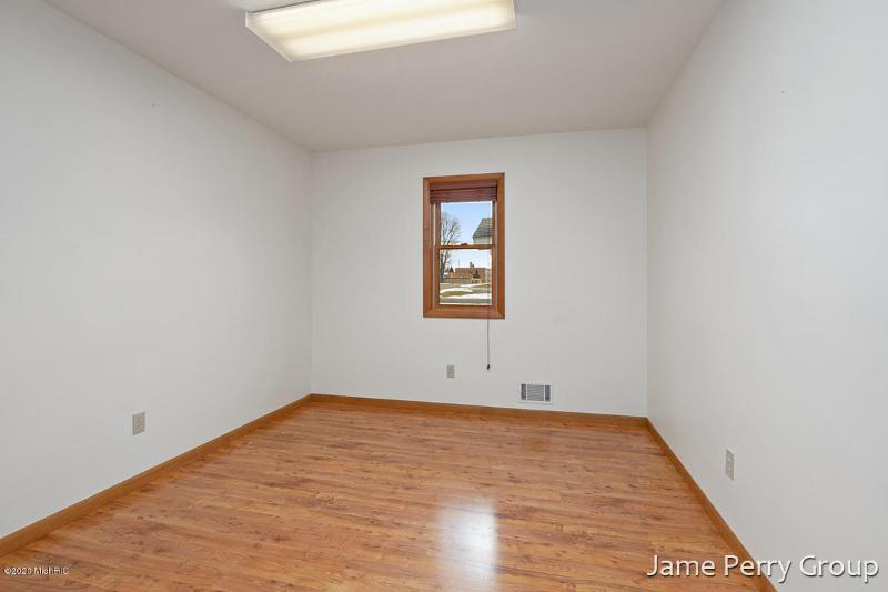 Listing Photo for 123 E Linden Street