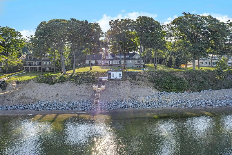 Listing Photo for 11001 Lakeshore Drive