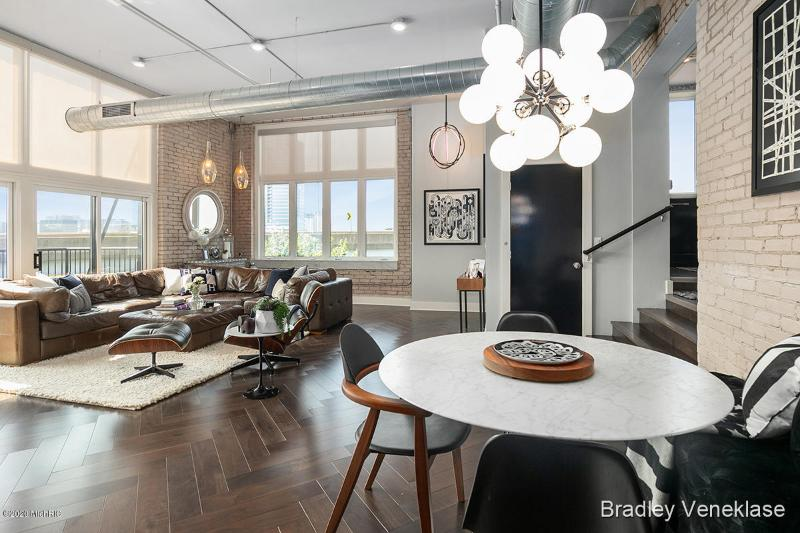 Listing Photo for 600 Broadway Avenue 418