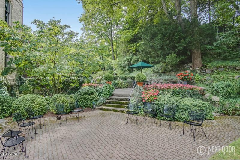 Listing Photo for 6711 Indian Pipe Circle