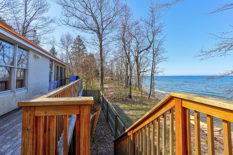 Listing Photo for 5795 Lakeshore Drive