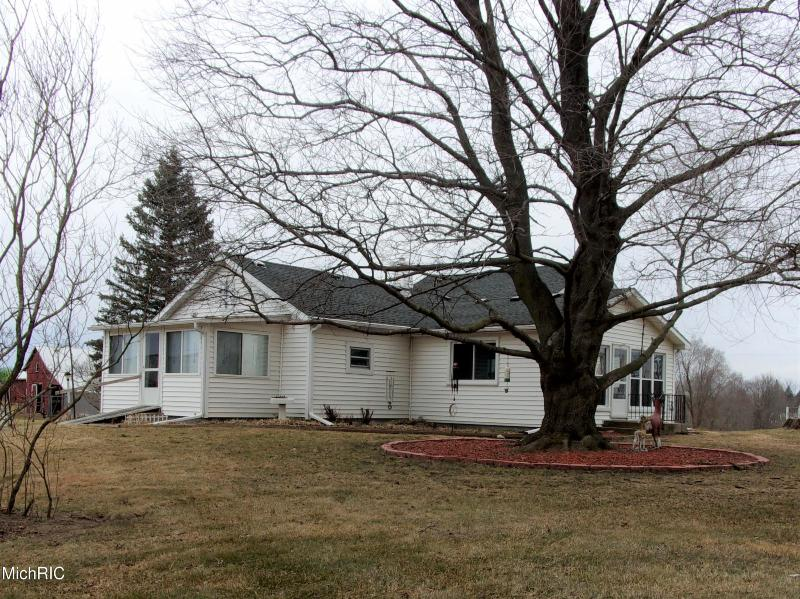 Listing Photo for 18745 Manitou Road