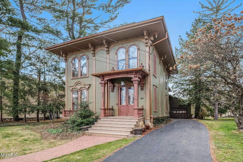 Listing Photo for 333 N Kalamazoo Avenue
