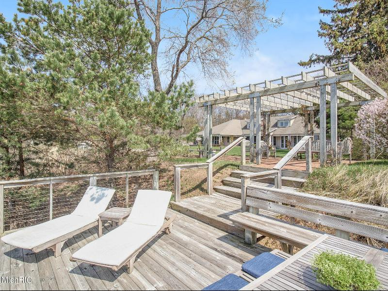 Listing Photo for 2098 Lakeshore Drive