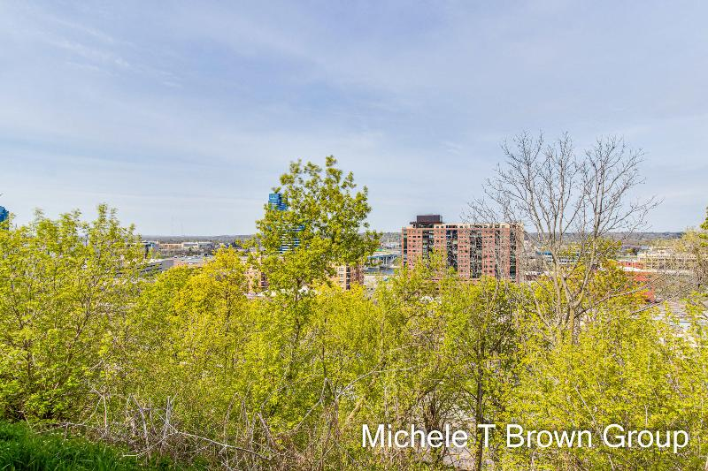 Listing Photo for 613 Fairview Avenue 2