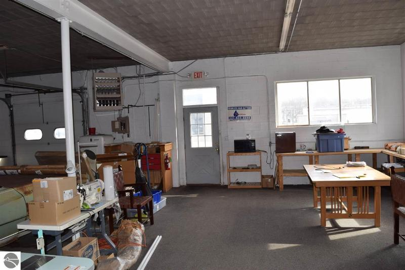 Listing Photo for 905,907 Woodmere Avenue