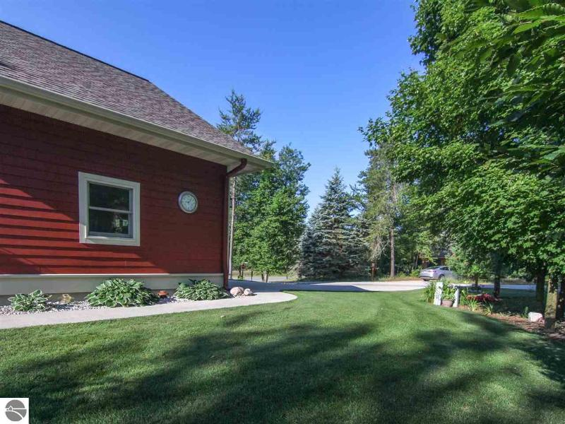 Listing Photo for 7989 Gogebic Court