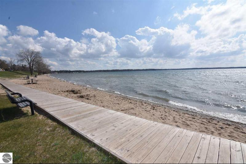 Listing Photo for 421 S Lakeshore Drive