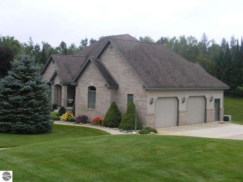 Listing Photo for 635 White Pine Drive