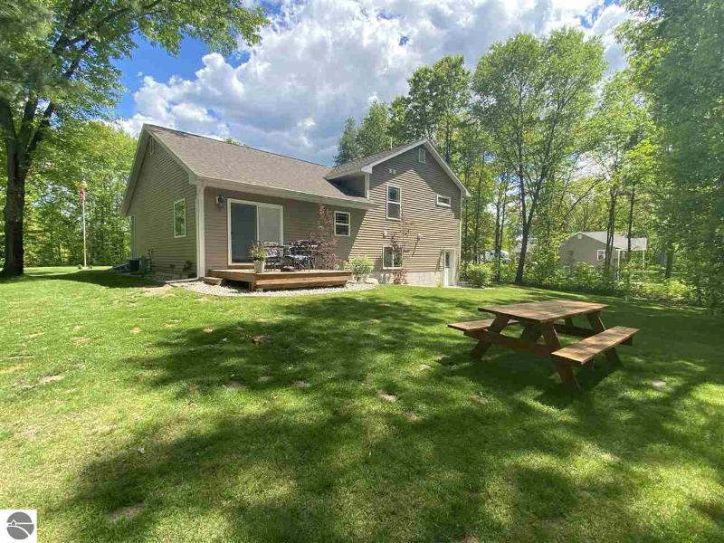 Listing Photo for 417 Lakecrest Lane